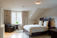 14-MasterBedroom_045