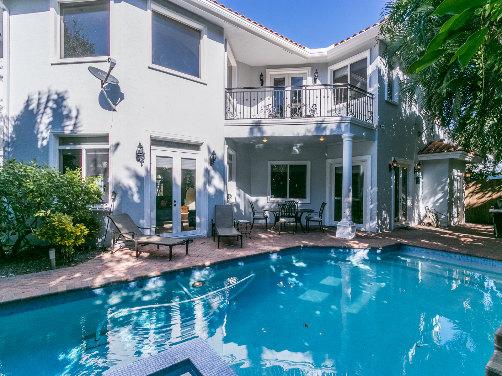 Dream Beach House with Private Deeded Beach Access Bitcoin Real