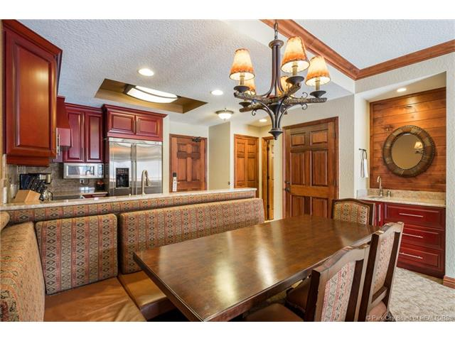Mountain Top Ski Condo With Pool and Spa – Park City
