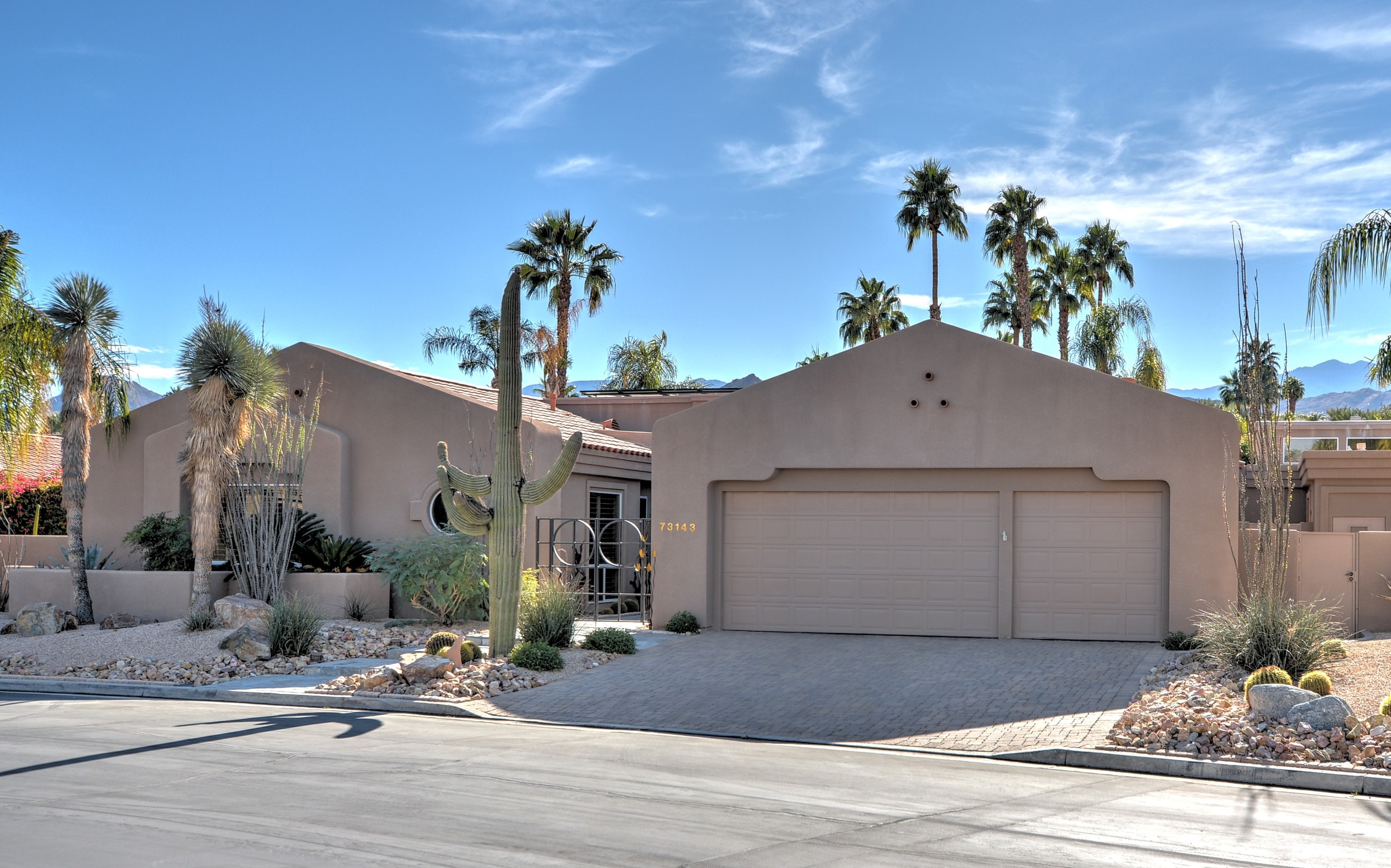 Awesome Desert Contemporary home in Palm Desert, Ca