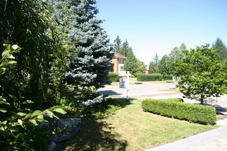 01_Landscaped_Grounds