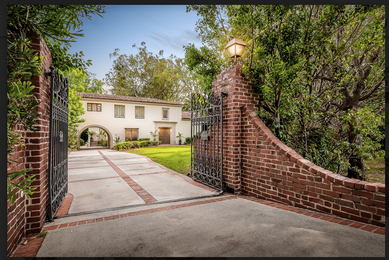 Beautiful House in Brentwood Park