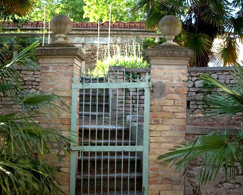 Italy Villa gate on BitCoin-RealEstate.com