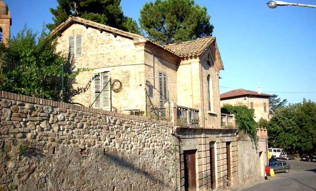 Italy Villa front side view on BitCoin-RealEstate.com