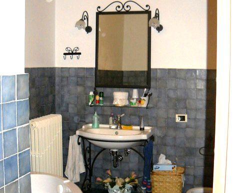 Italy Villa bathroom on BitCoin-RealEstate.com