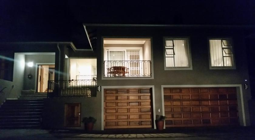 Fully furnished luxurious house for sale in Johannesburg 5