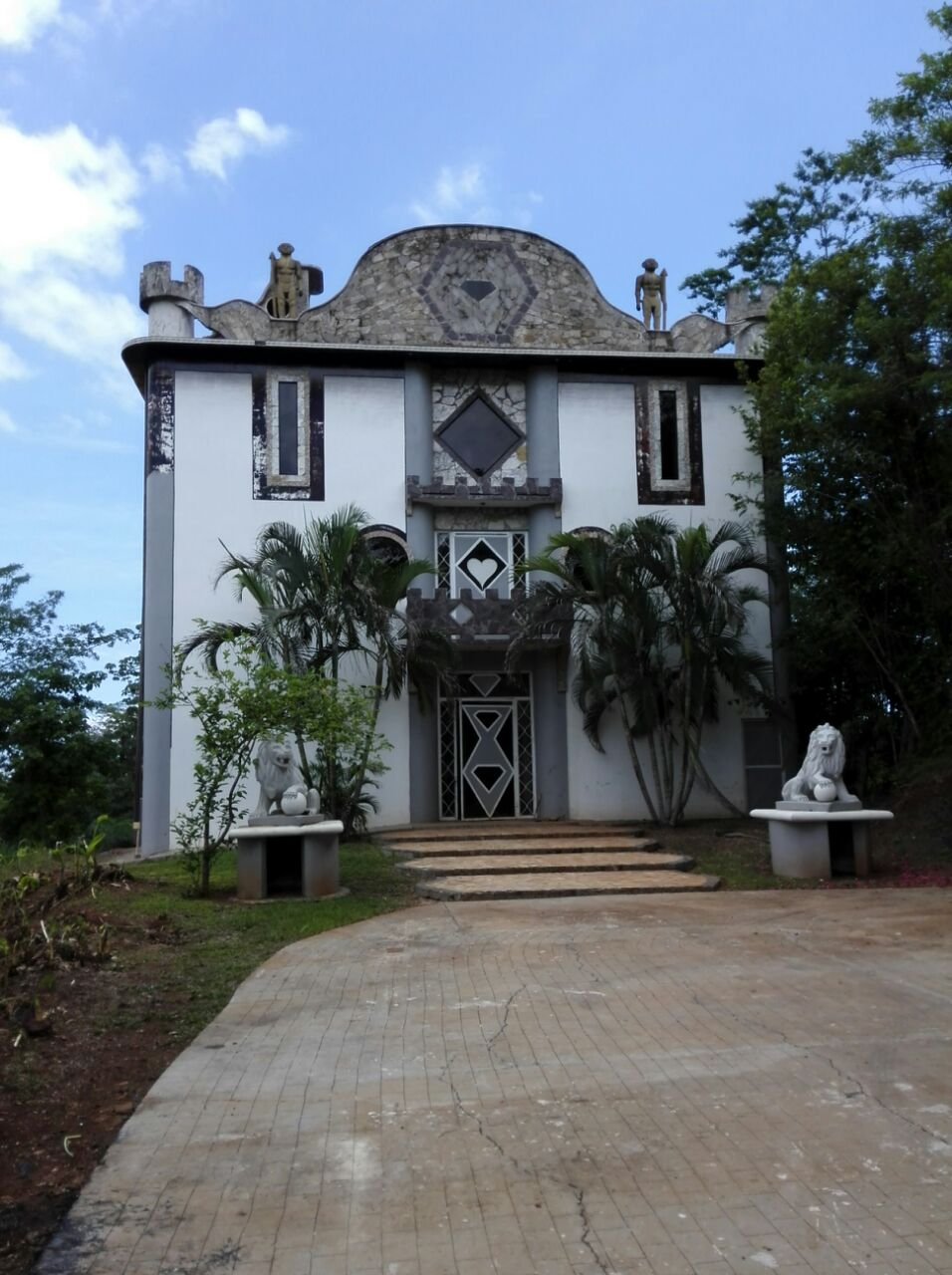 For sale – Diamond castle $850,000, located in Cerro Lodge, C.R
