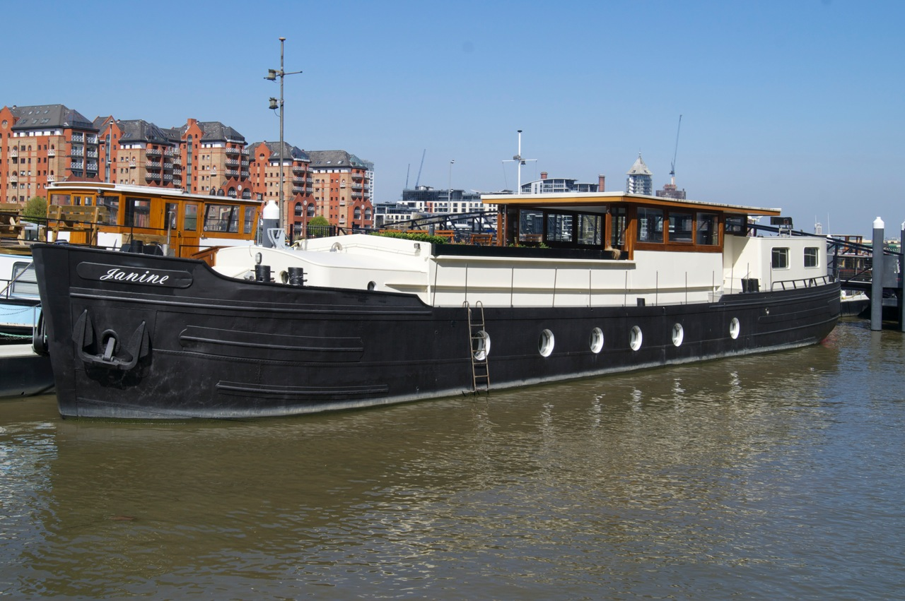 RARE Thames Mooring 123 year lease with outstanding dutch barge conversion