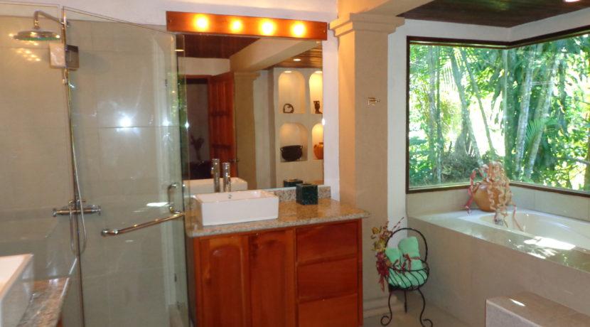 Pic 3  Bathroom bedroom 1 !cid_518C005C-F43E-4F45-AFC7-CBBD2536D173@Home