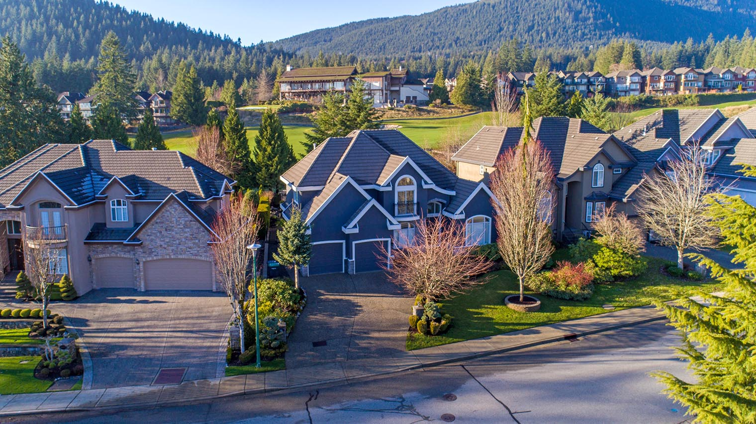 MAGNIFICENT HOME #1 TOP LOCATION in WESTWOOD PLATEAU