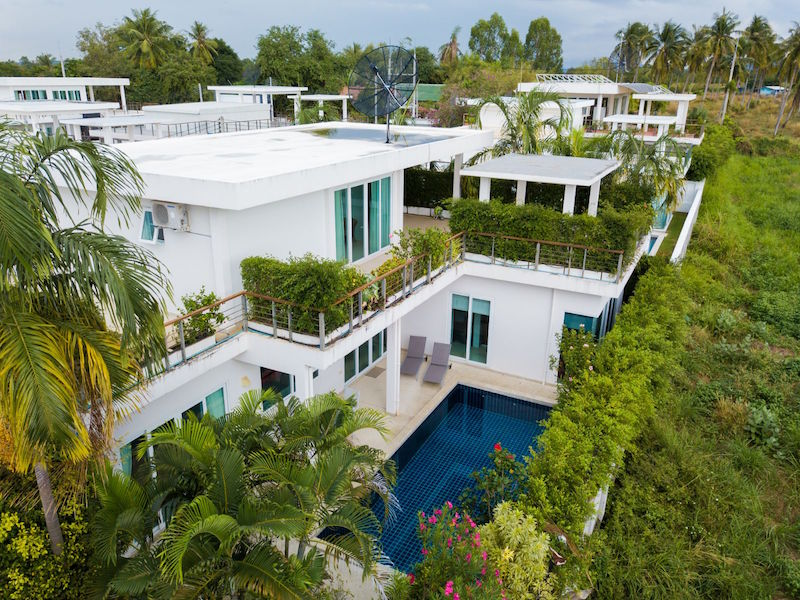 Modern style 4 bedroom villa with private pool near Pattaya City