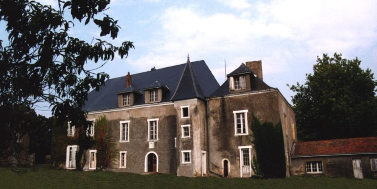 Chateau Front 1