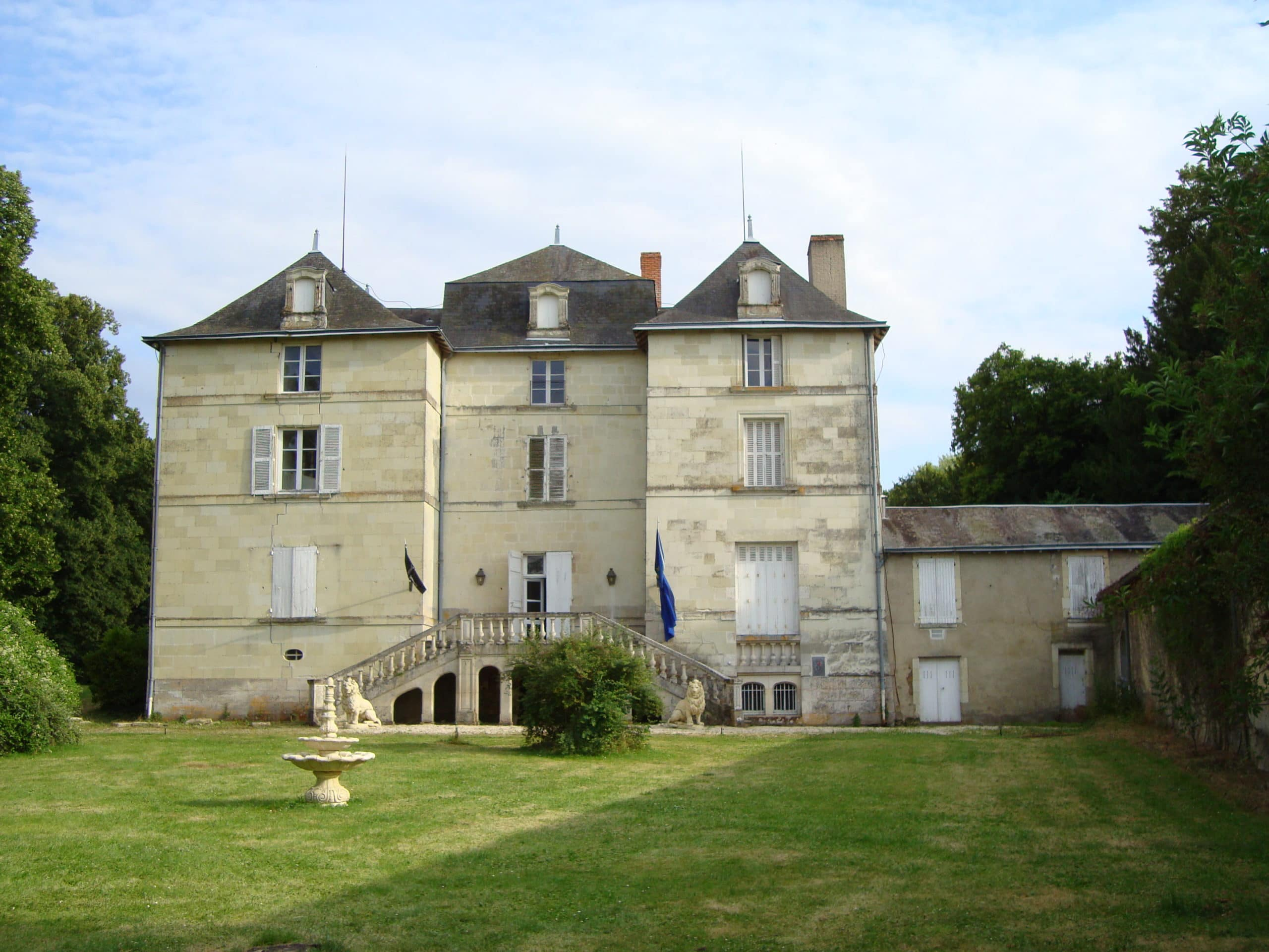 French Chateau with 12 bedrooms, 900 year foundation