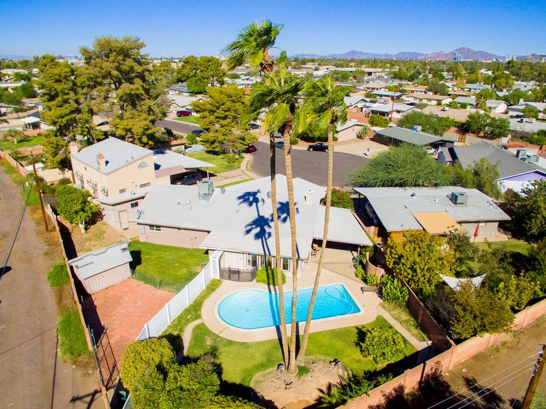 4bd/2bath/2cargarage/saltwater pool/RV gate/workshop/toolshed in Tempe, Arizona