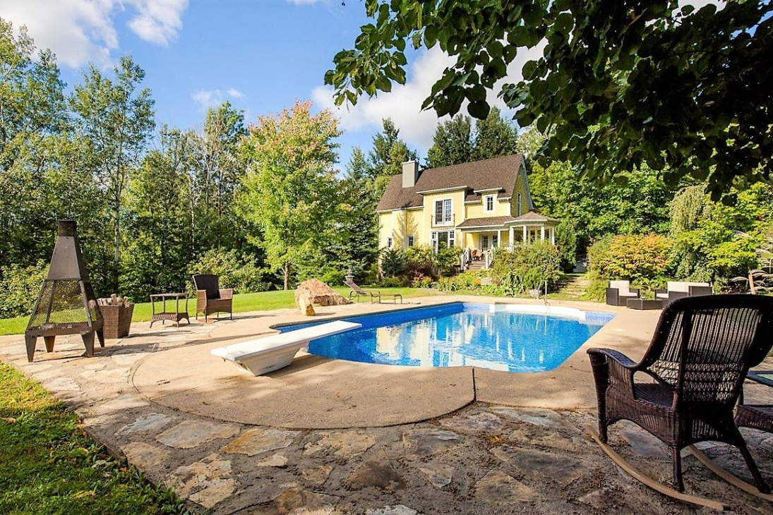 Bromont 4BR Home facing the Olympic Equestrian Center with Private Acreage