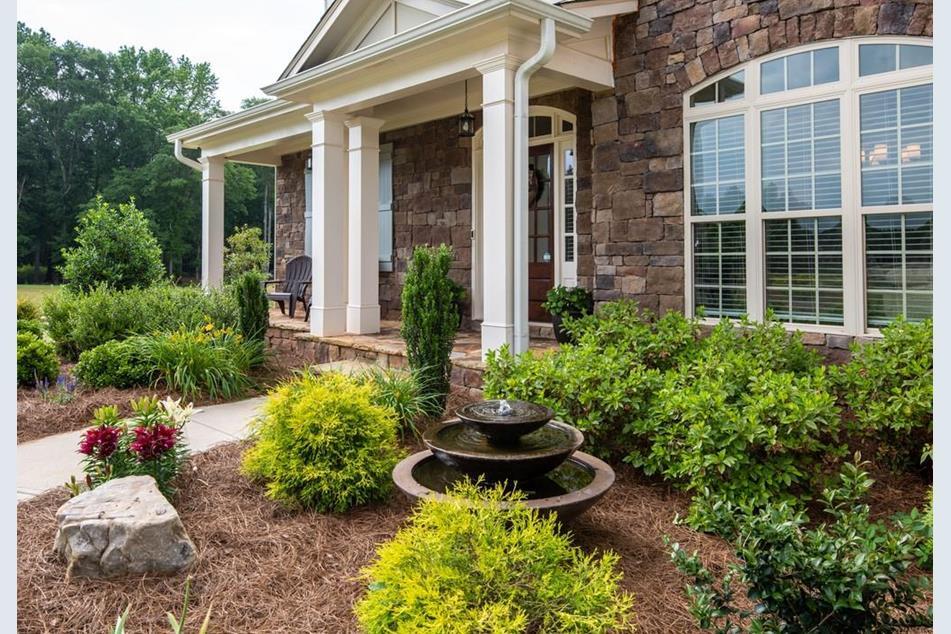 Beautiful Home on 1.25 acres in popular neighborhood w/ award winning schools