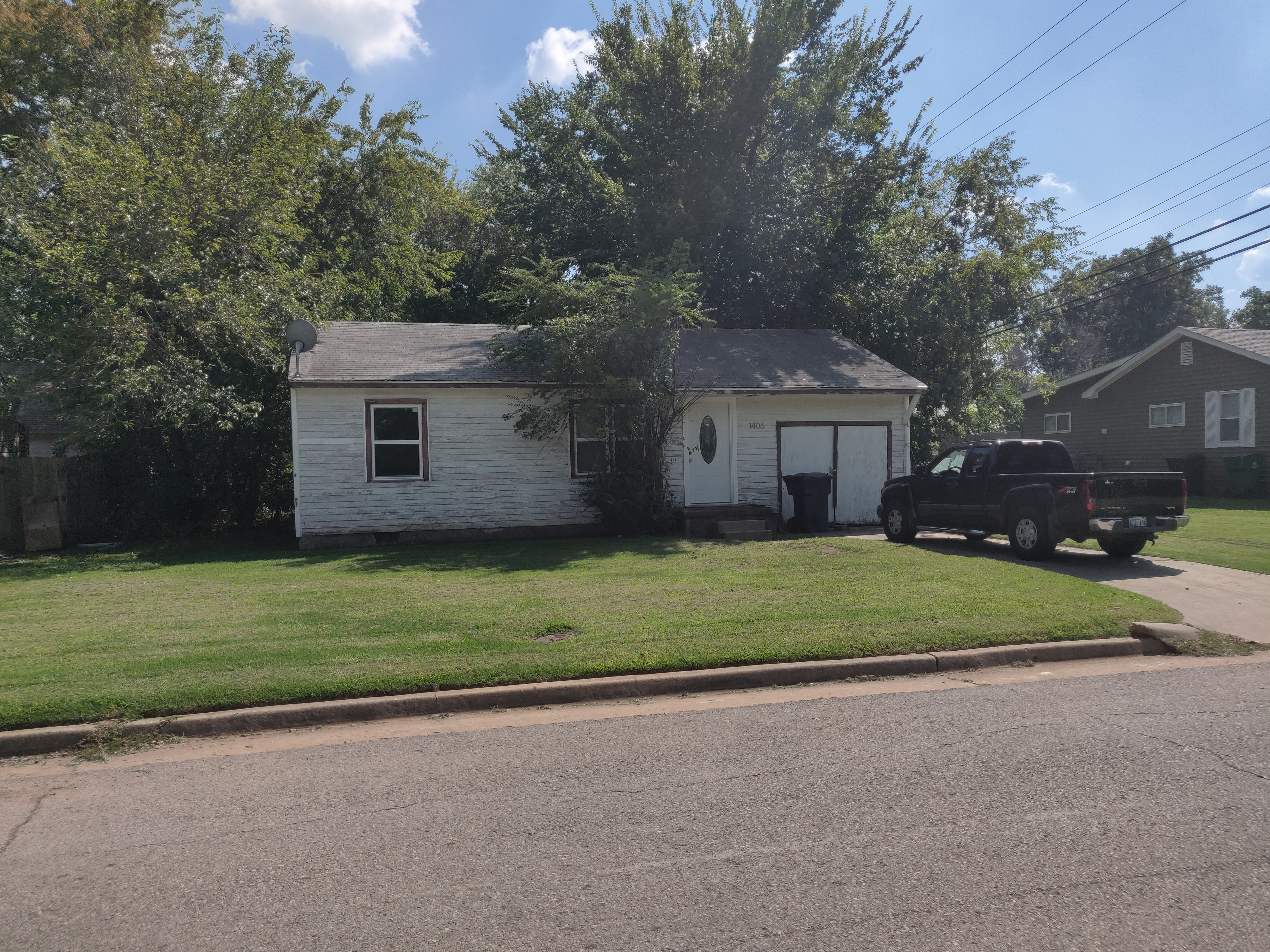 NW Oklahoma City, Fixer Upper, 2 bed 1 bath, 1 car. Good Area