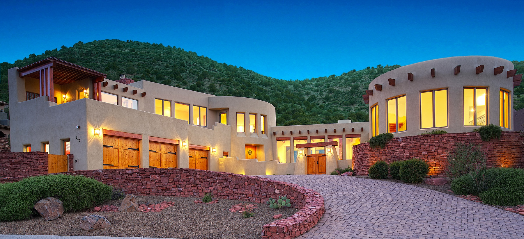Beautiful Sedona, AZ Luxury Green Home, Amazing Red Rock Views, Backed to Natl Forest